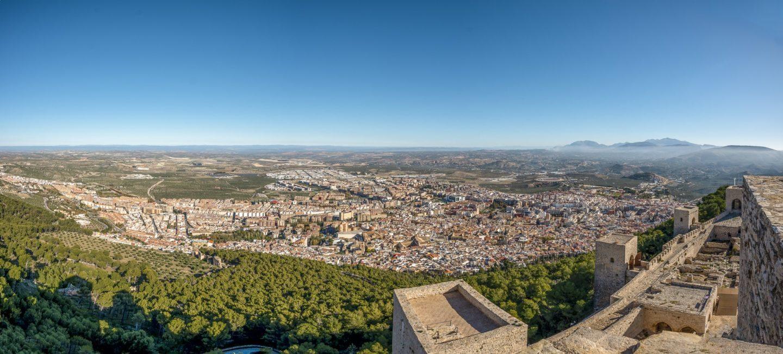 Vista de pájaro de la ciudad de Jaén y el cerro Santa Catalina