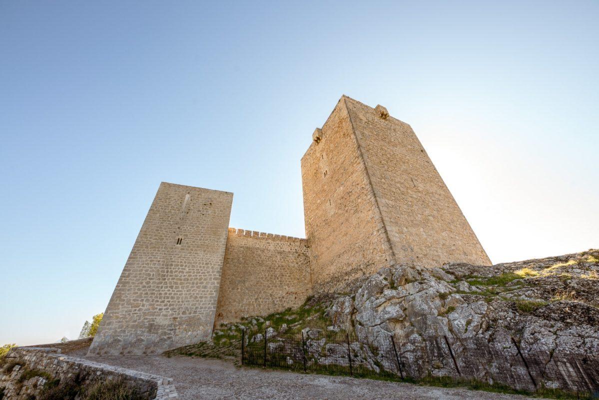 La Torre del Homenaje y la torre de las damas del castillo de Jaén vistas desde el camino del parador /// The Keep and the Ladies Tower seen from the way of the Parador of Jaen